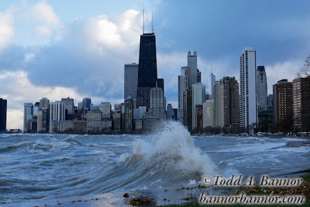Chicago, Illinois, USA. 31st October, 2014. Chicago, Illinois, USA. 31st October, 2014. Huge Lake Michigan waves raised by gale force winds forced the closing of northbound lanes of Lake Shore Drive at right. Gale force winds produced waves of over 20 feet as measured at a NOAA weather buoy far out on the big lake. © Todd Bannor